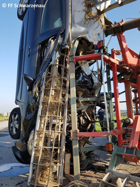 Grubber in senkrecht stehendem Fahrzeug.