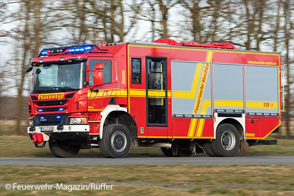 Rüstwagen der Feuerwehr in Fahrt