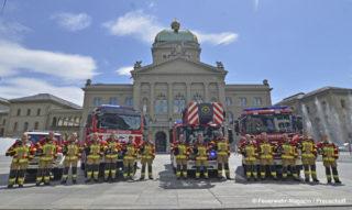 Die Berufsfeuerwehr Bern vor dem Bundeshaus.