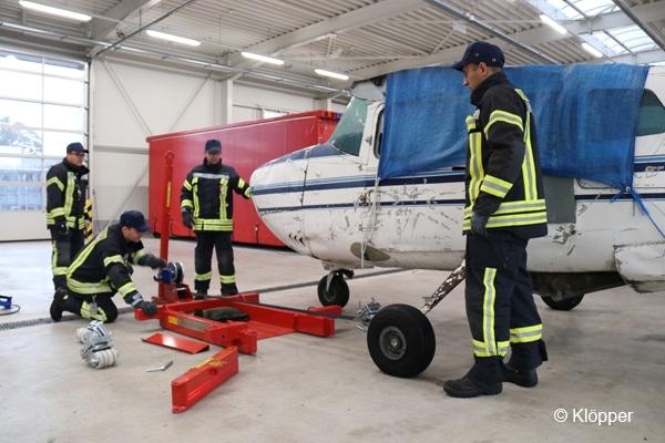 Flugzeugbergewagen (Bergedolly) bei der Flughafenfeuerwehr