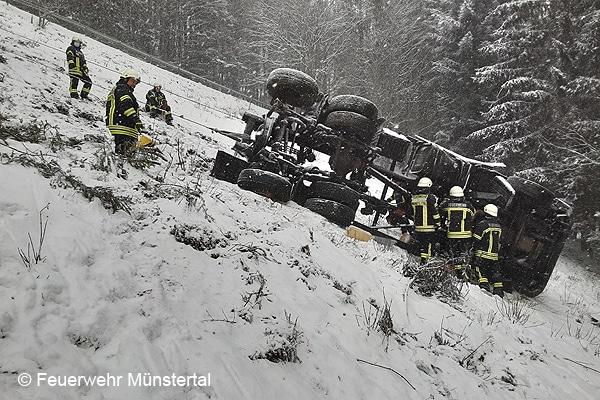 Müllwagen-Absturz Münstertal (Lkw-Absturz)